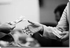 meminjam uang di bank
